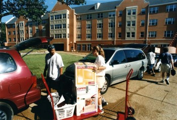 Freshman-move-in_98-390D-26