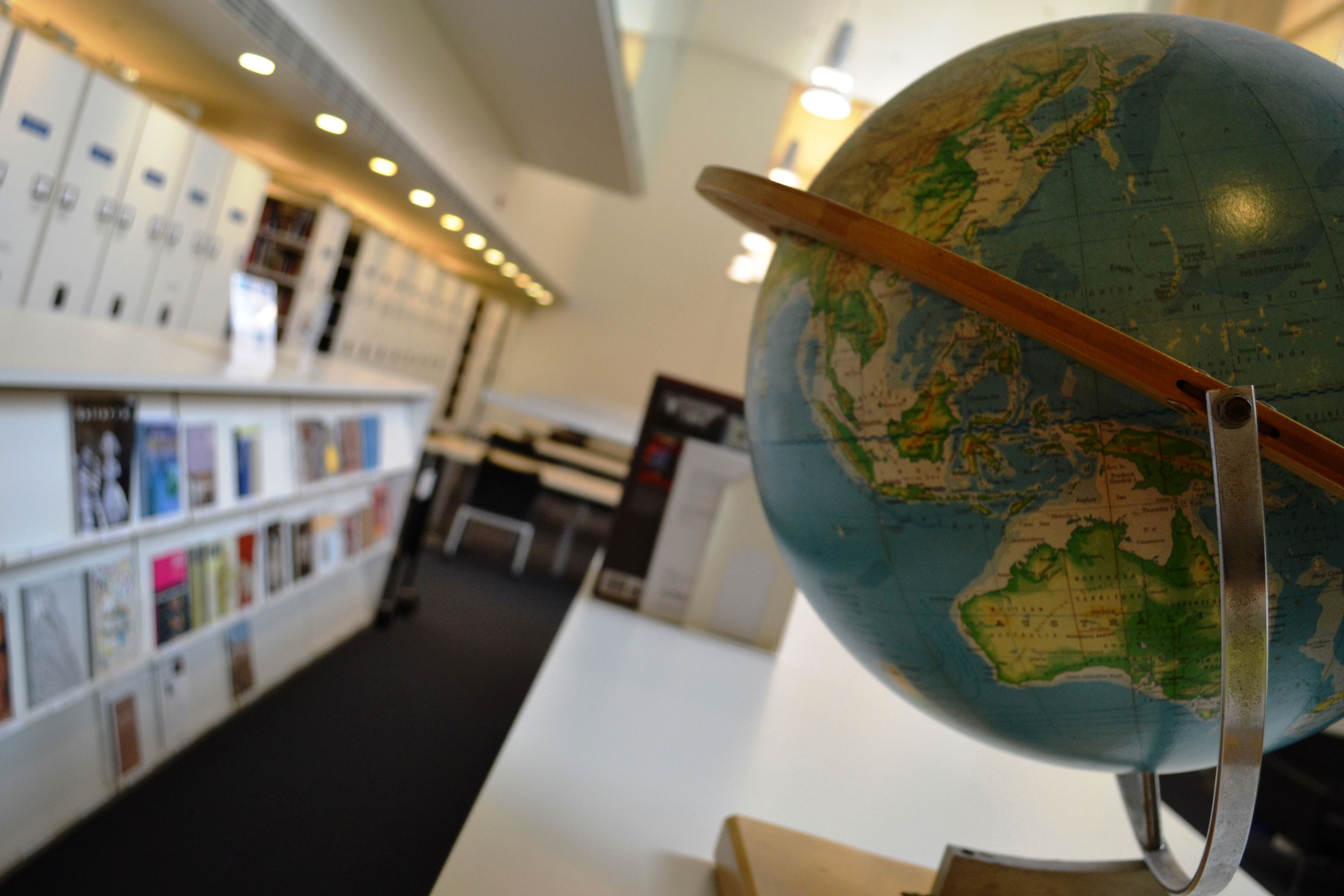 A globe and periodical cases at the Kranzberg Art & Architecture Library.
